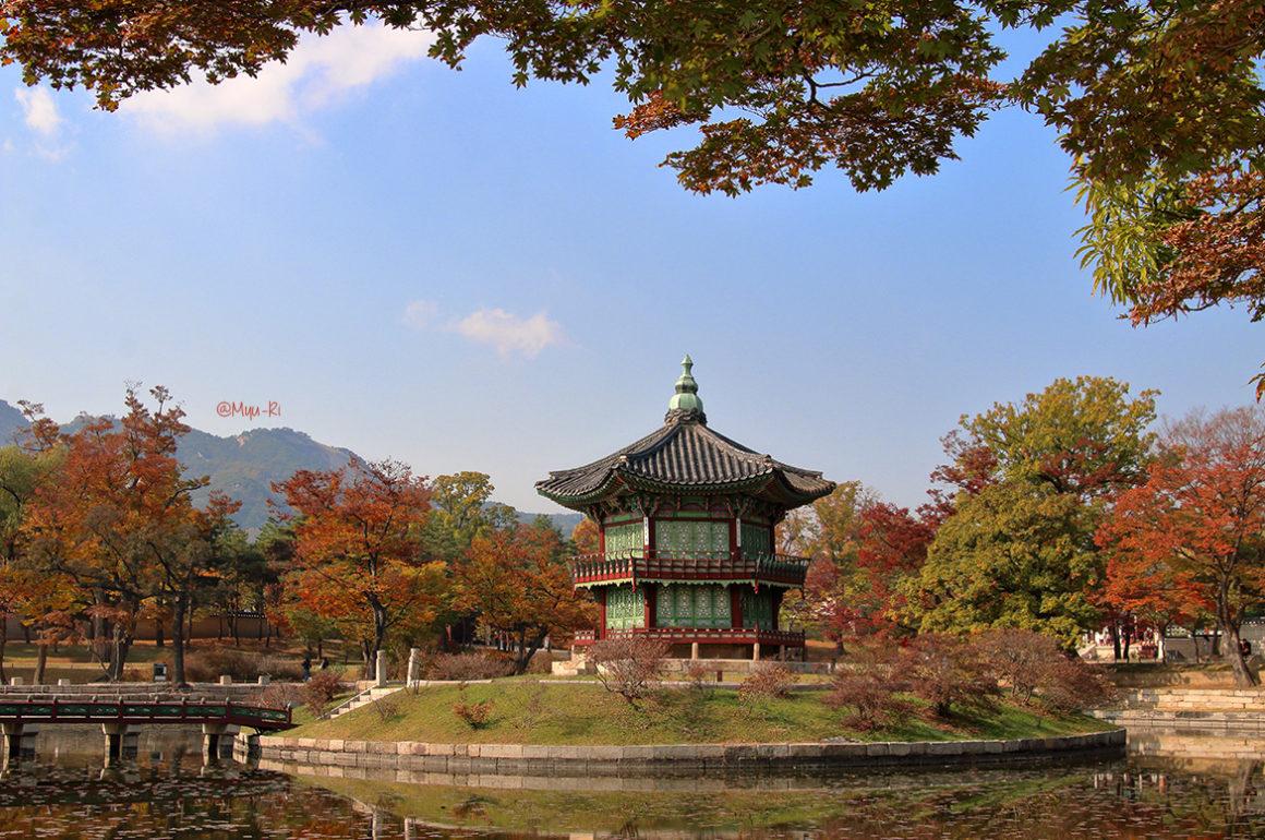 pavillon Hyangwonjeong du palais Gyeongbokgung Séoul