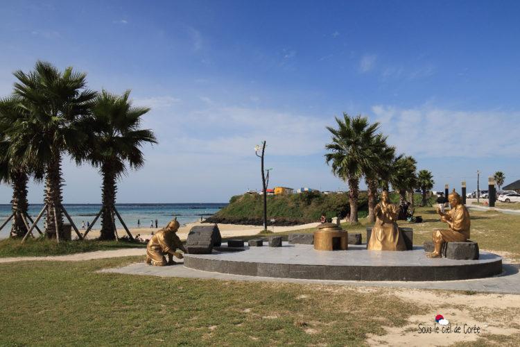 sculptures plage hamdeok beach
