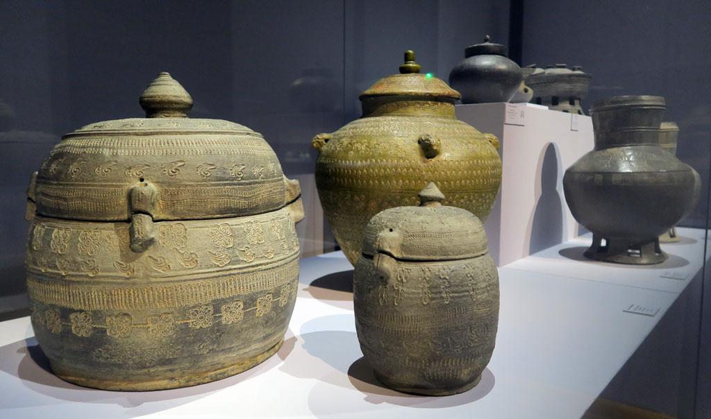 """Céramiques aux motifs stylisés (Musée national de Corée, Exposition """"La Terre, le feu, l'esprit"""" au Grand Palais) @Myu-Ri"""