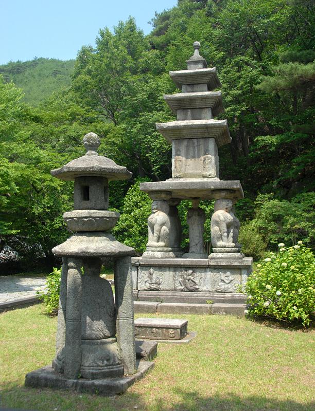 Four Lion Three-story Stone Pagoda Hwaeomsa Temple