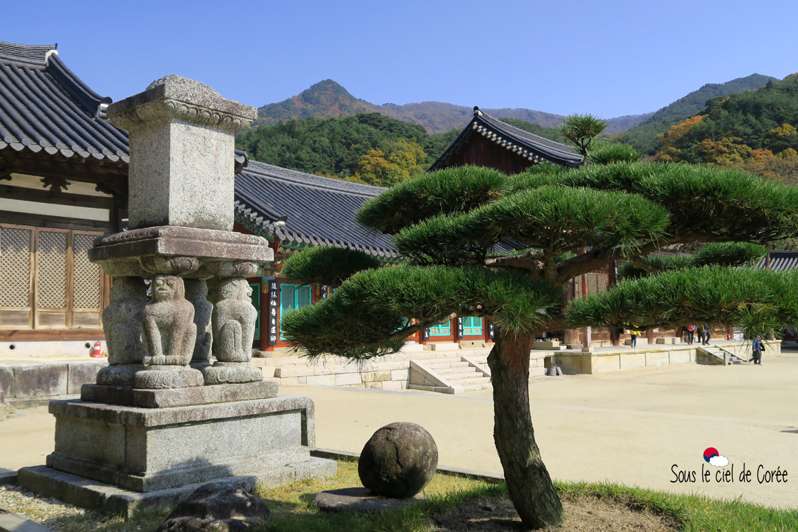 Lion Pagodo Wontonjeon Hwaeomsa temple