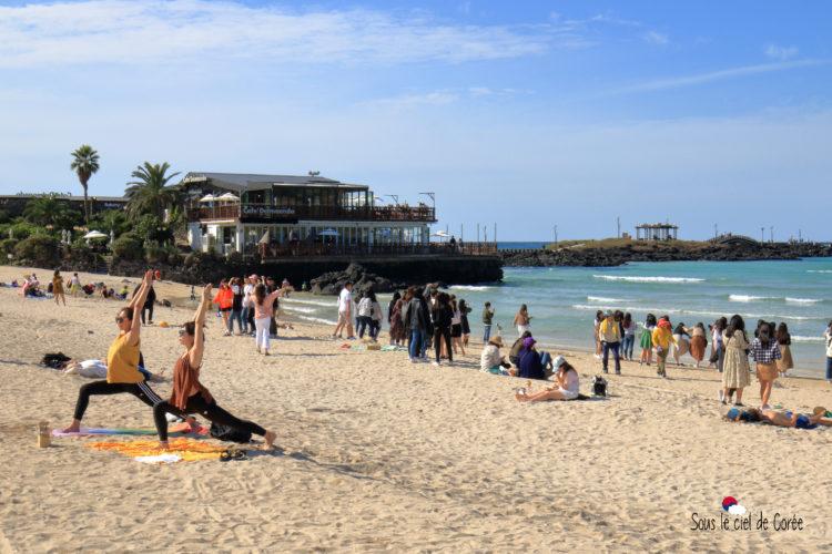 cafe delmoondo yoga plage hamdeok beach