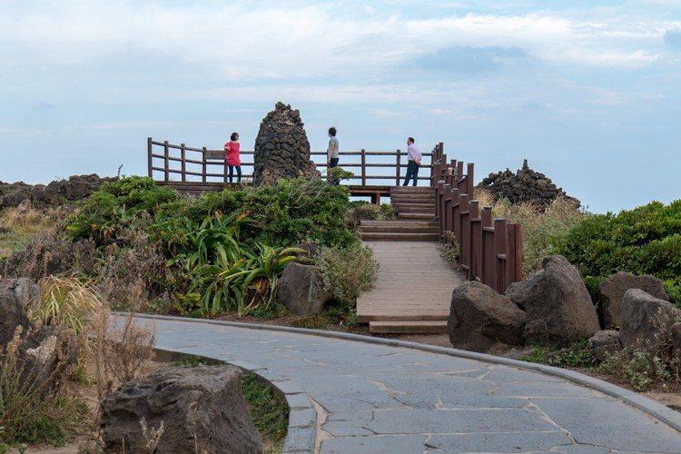 seopjikoji île de jeju le rocher Seondolbawi en forme de chandelier