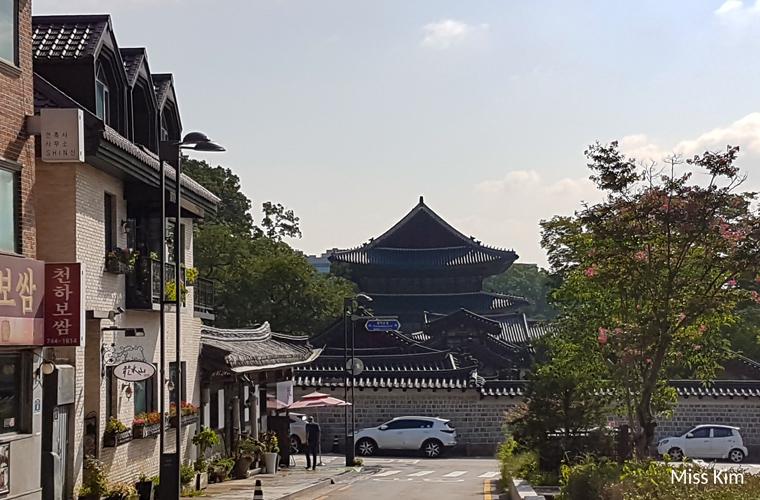 Changdeokgung vu depuis Bukchon