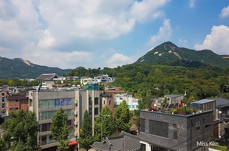 vue du mont Bugak depuis Bukchon-Séoul-Corée du Sud