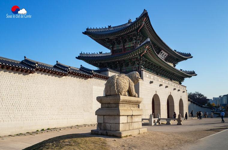 La porte Gwanghwamun du palais Gyeongbokgung à Séoul