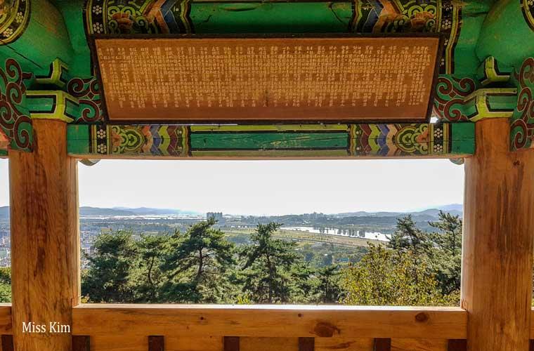 Le pavillon coréen Banwollu à Buyeo en Corée du Sud