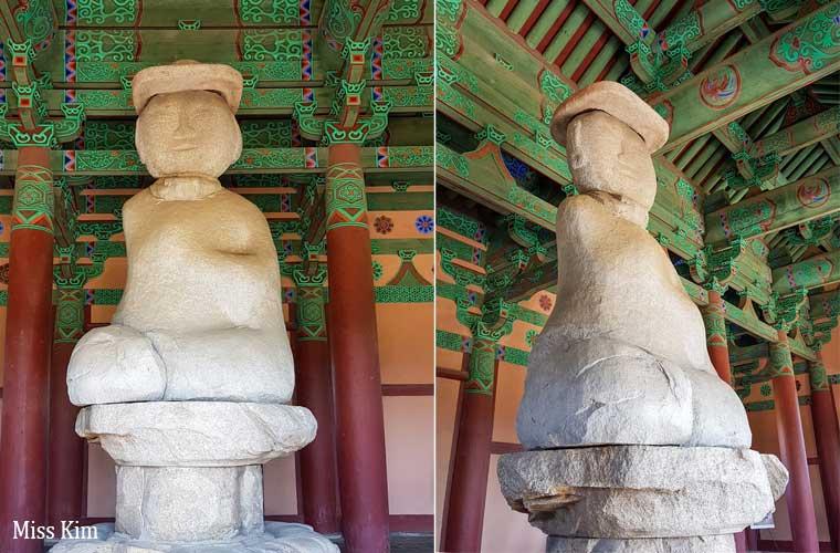 Statue de Bouddha en pierre au temple Jeongminsa en Corée du Sud