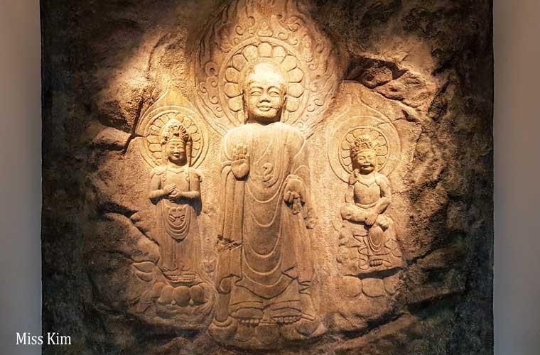 Sculpture bouddhique au musée national de Buyeo en Corée du Sud