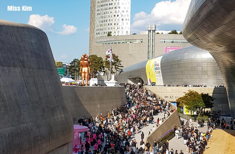 Fashion Week au Dongdaemun Design Plaza de Séoul