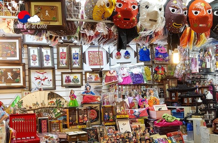 Objets hétéroclites au marché de Namdaemun