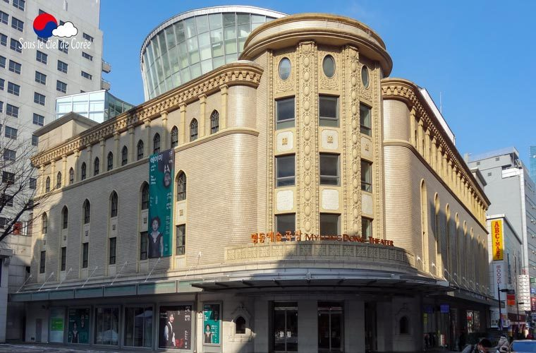 La façade coloniale du théâtre de Myeongdong à Séoul