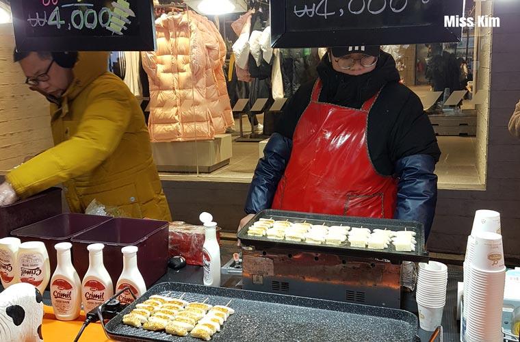 Stand de street food à Myeongdong