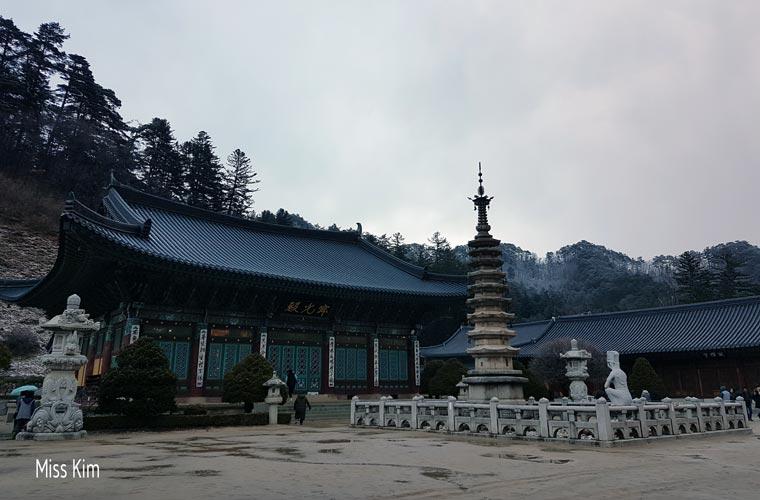Le temple Woljeongsa en Corée du Sud
