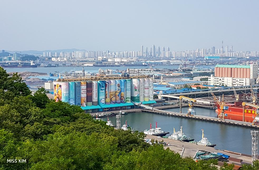 Vue sur le port d'Incheon en Corée du Sud, depuis le parc Wolmi