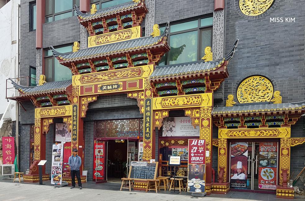Façade richement décorée dans le quartier d'Incheon, en Corée du Sud