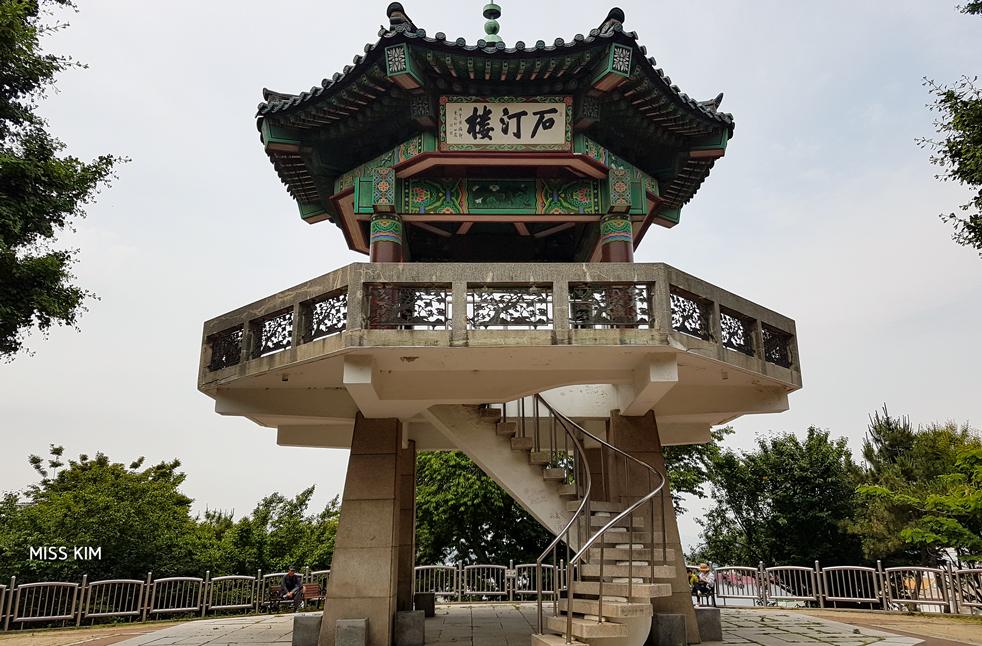 Pavillon d'observation du parc Jayu à Incheon, en Corée du Sud