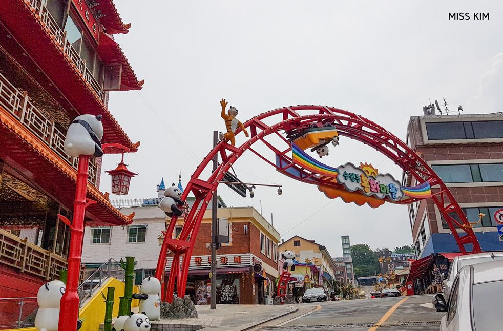 Porte d'entrée du quartier de Songwol-dong à Incheon, en Corée du Sud