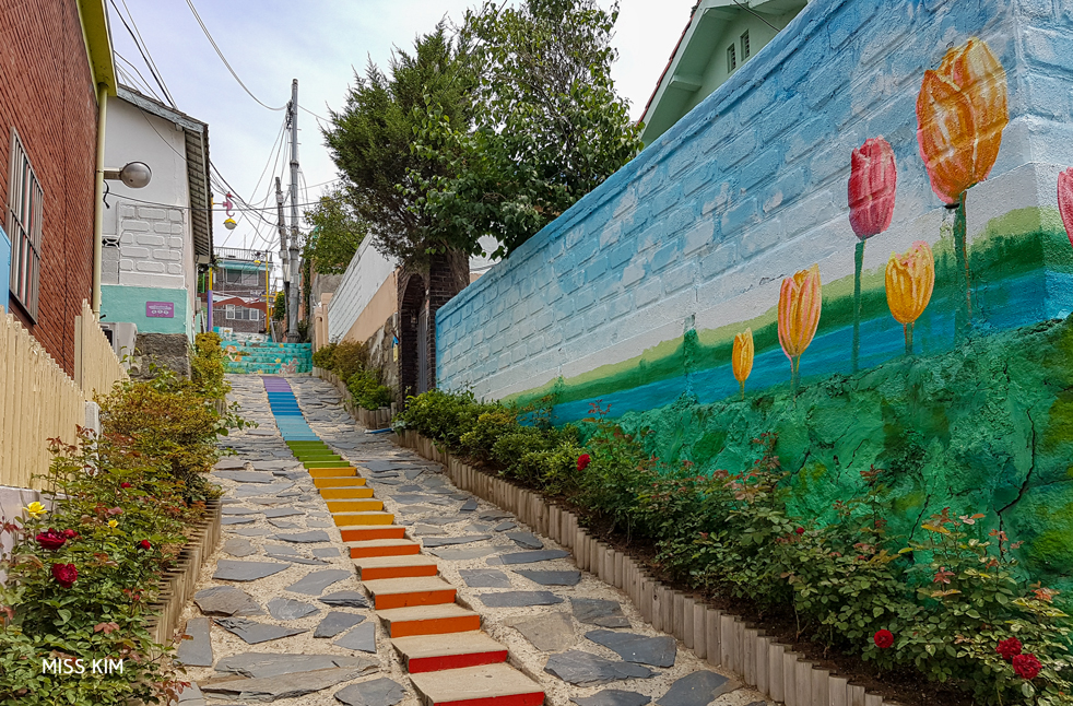 Fresque du quartier de Songwol-dong à Incheon, en Corée du Sud