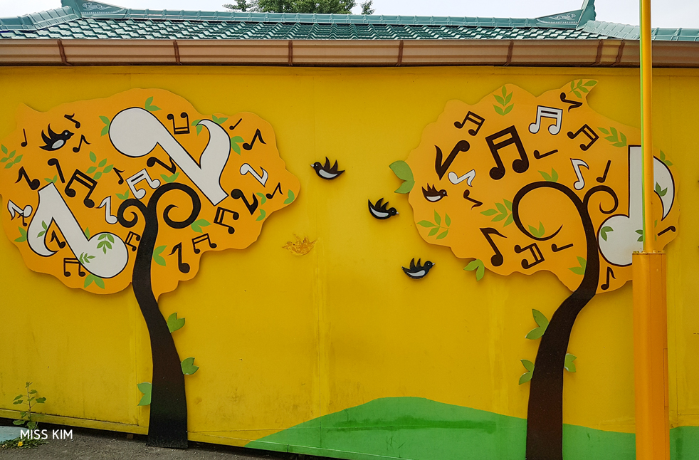 Fresque du quartier de Songwol-dong à Incheon, en Corée du Sud