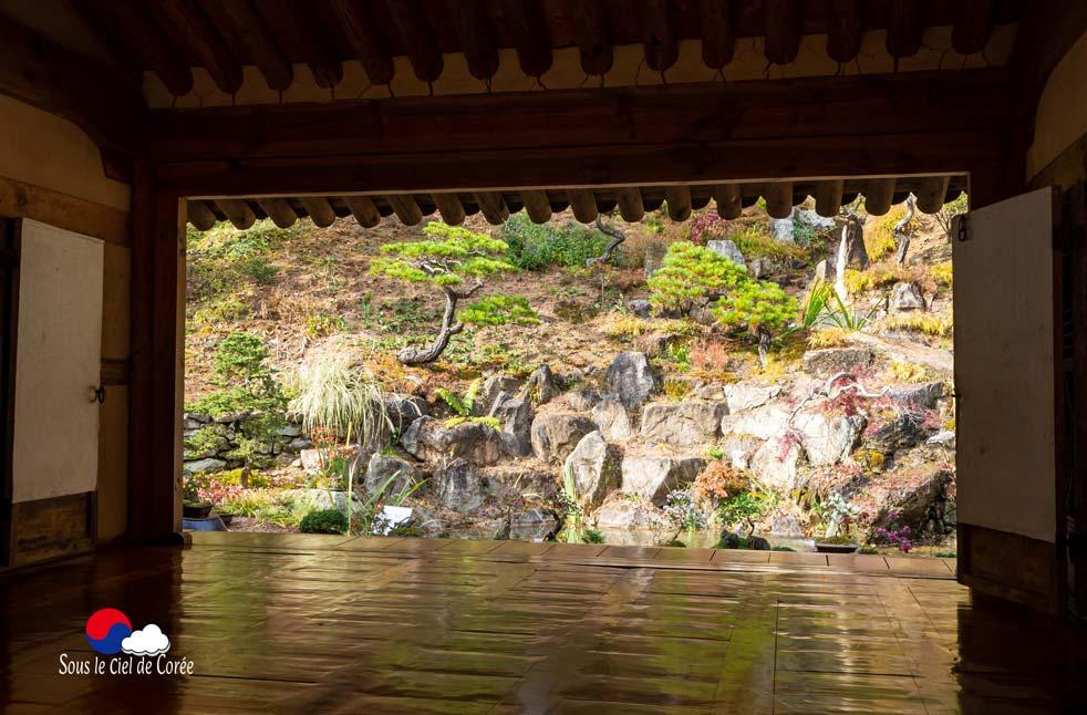 Jardin de la maison coréenne du Jardin du Matin calme en Corée du Sud