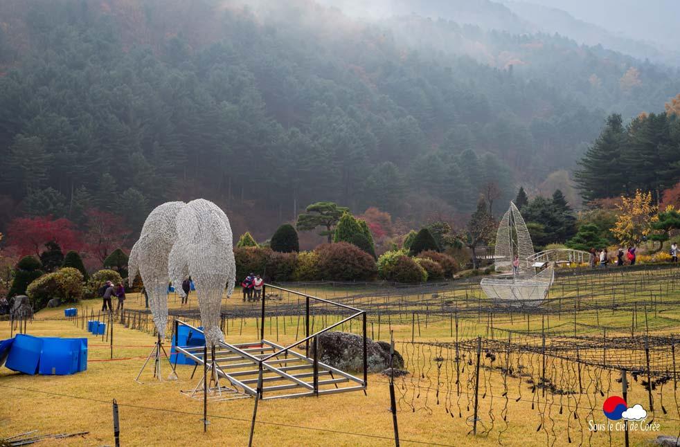 Installation des illuminations pour le Festival des lumières du Jardin du Matin calme en Corée du Sud
