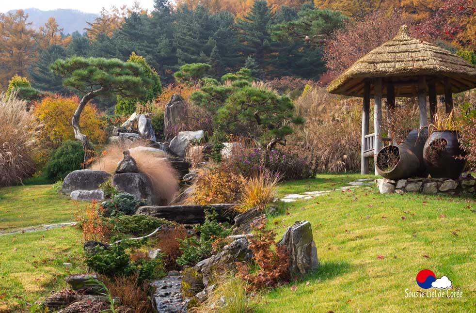 Paville de repos au Jardin du Matin calme en Corée du Sud