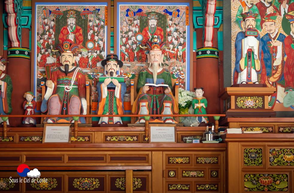 Statuaire du pavillon du jugement, Mont Naejangsan en Corée du Sud