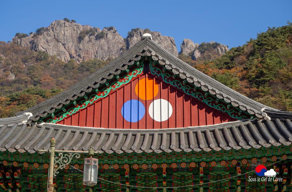 Pavillon et montagne rocheuse, Mont Naejangsan en Corée du Sud